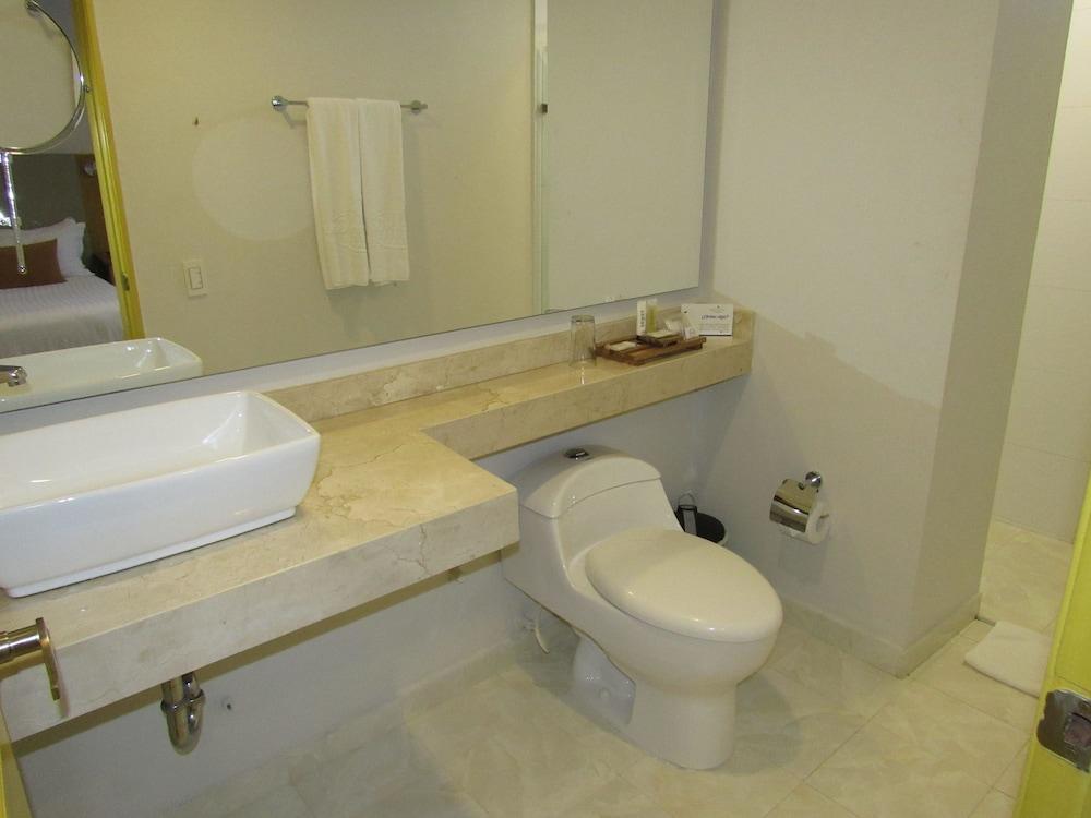 호텔 아메리칸 골프(Hotel American Golf) Hotel Image 56 - Bathroom