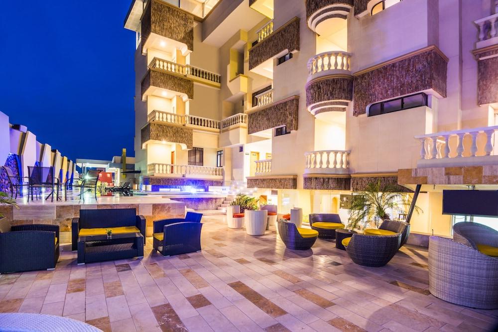 호텔 아메리칸 골프(Hotel American Golf) Hotel Image 36 - Outdoor Pool