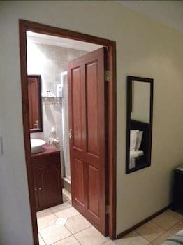 스트라트헤이븐 게스트하우스(Strathavon Guest House) Hotel Image 16 - Bathroom