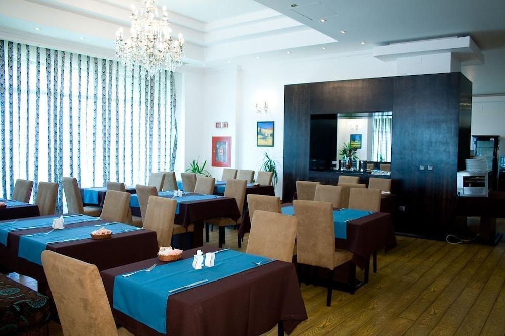 호텔 포에니시아 익스프레스(Hotel Phoenicia Express) Hotel Image 48 - Dining