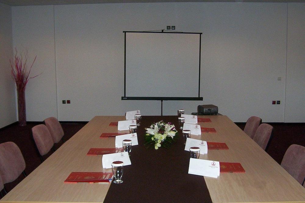 호텔 포에니시아 익스프레스(Hotel Phoenicia Express) Hotel Image 63 - Meeting Facility