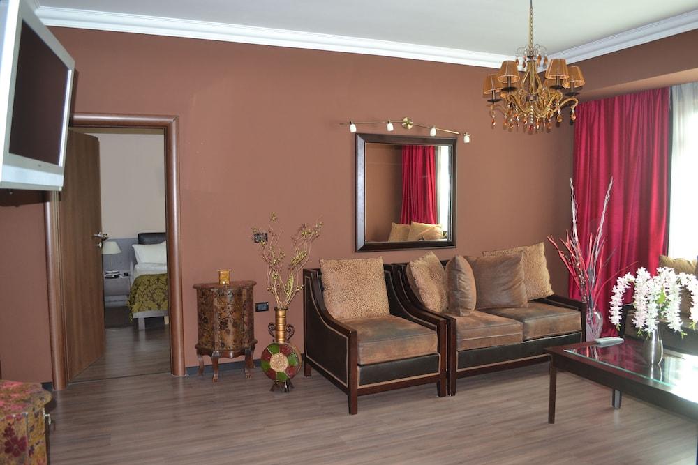 호텔 포에니시아 익스프레스(Hotel Phoenicia Express) Hotel Image 32 - Living Area