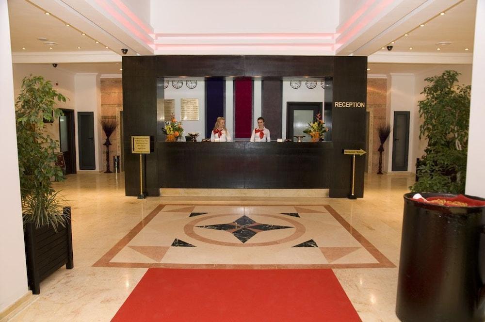 호텔 포에니시아 익스프레스(Hotel Phoenicia Express) Hotel Image 5 - Reception