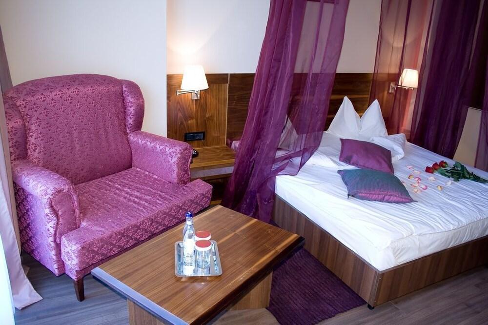 호텔 포에니시아 익스프레스(Hotel Phoenicia Express) Hotel Image 12 - Guestroom