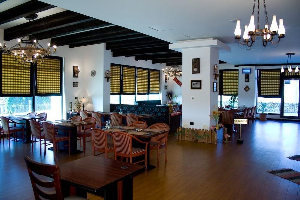 호텔 포에니시아 익스프레스(Hotel Phoenicia Express) Hotel Image 50 - Dining