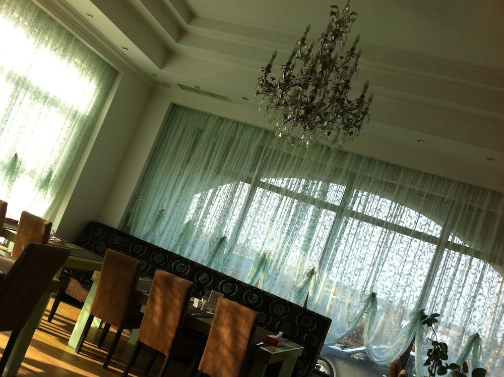 호텔 포에니시아 익스프레스(Hotel Phoenicia Express) Hotel Image 52 - Breakfast Area