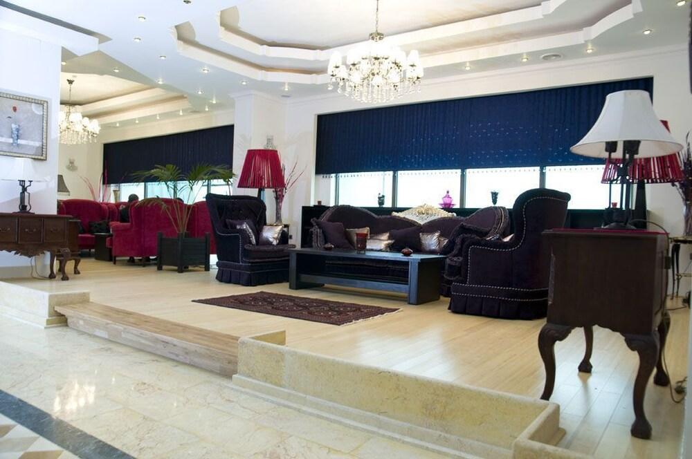 호텔 포에니시아 익스프레스(Hotel Phoenicia Express) Hotel Image 57 - Hotel Lounge