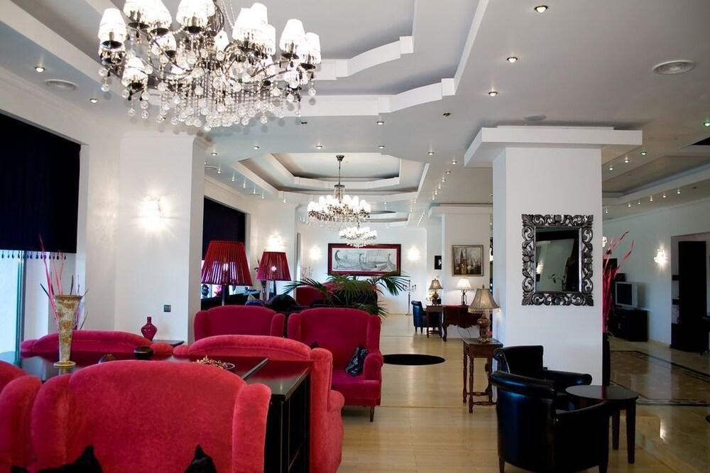 호텔 포에니시아 익스프레스(Hotel Phoenicia Express) Hotel Image 59 - Hotel Lounge