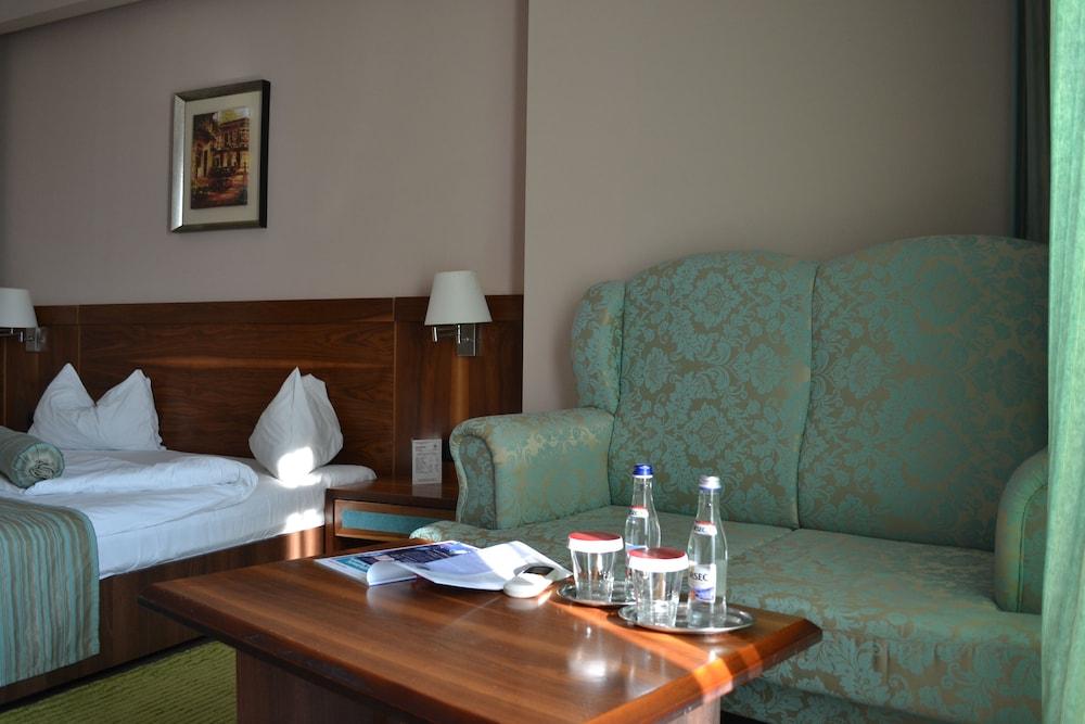 호텔 포에니시아 익스프레스(Hotel Phoenicia Express) Hotel Image 27 - Guestroom