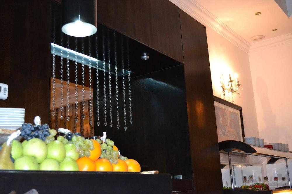 호텔 포에니시아 익스프레스(Hotel Phoenicia Express) Hotel Image 54 - Buffet