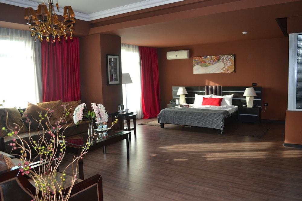 호텔 포에니시아 익스프레스(Hotel Phoenicia Express) Hotel Image 33 - Living Room