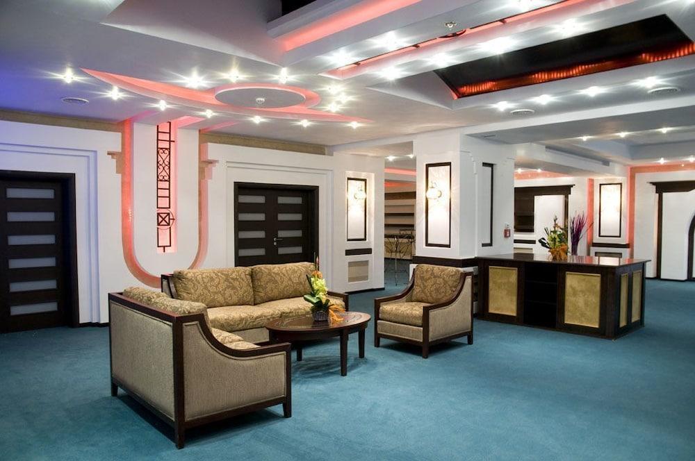 호텔 포에니시아 익스프레스(Hotel Phoenicia Express) Hotel Image 8 - Lobby Lounge