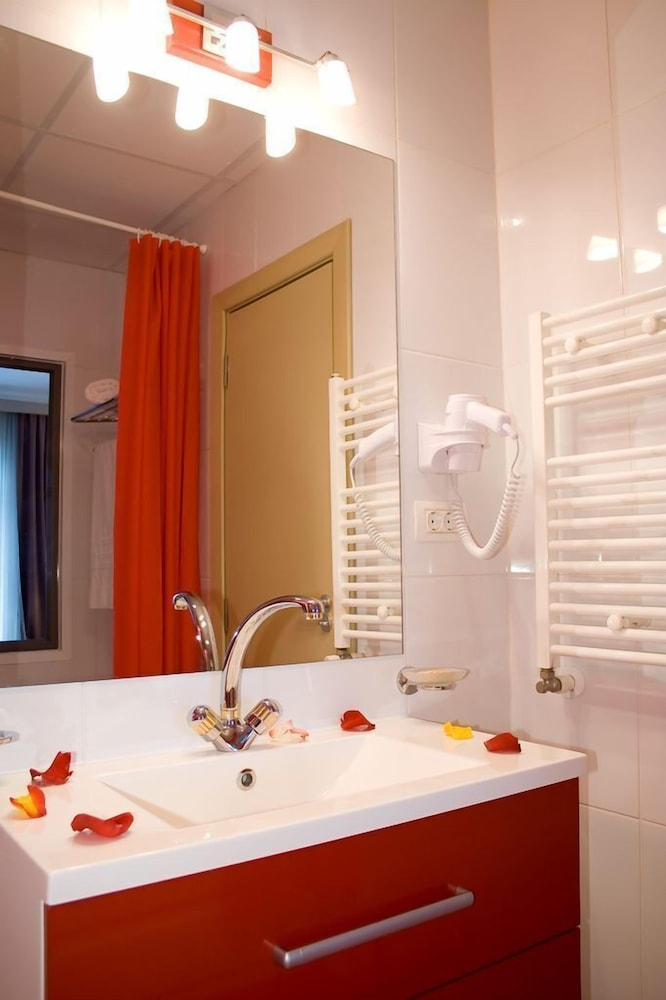 호텔 포에니시아 익스프레스(Hotel Phoenicia Express) Hotel Image 36 - Bathroom
