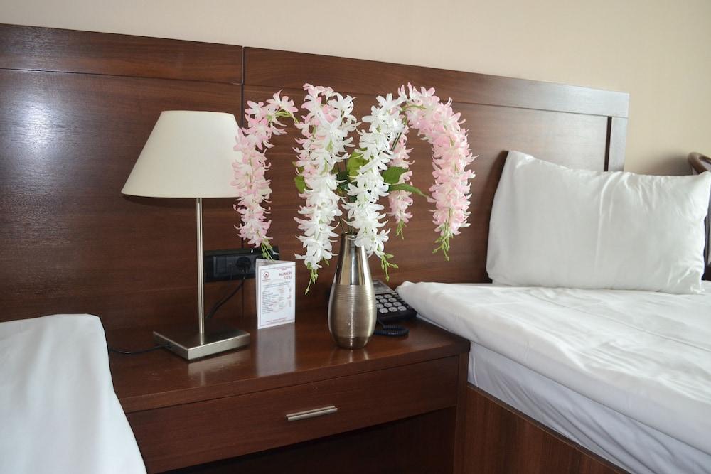 호텔 포에니시아 익스프레스(Hotel Phoenicia Express) Hotel Image 20 - Guestroom