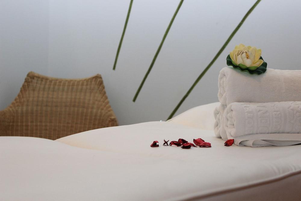호텔 포에니시아 익스프레스(Hotel Phoenicia Express) Hotel Image 46 - Massage