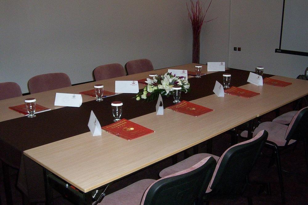 호텔 포에니시아 익스프레스(Hotel Phoenicia Express) Hotel Image 62 - Meeting Facility