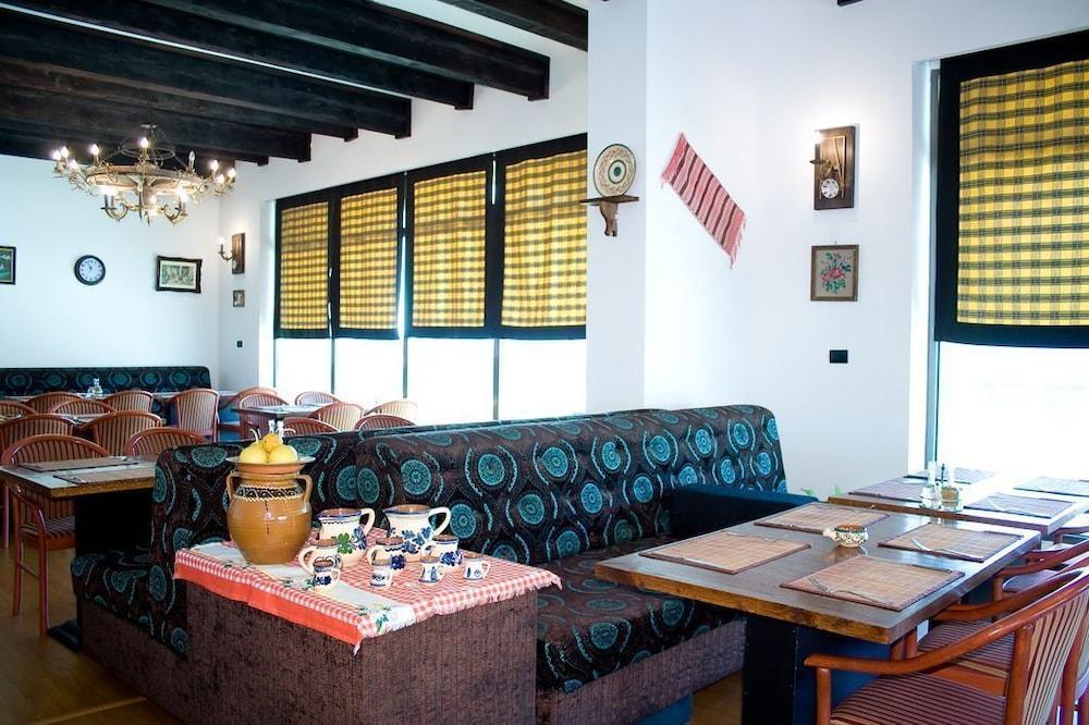 호텔 포에니시아 익스프레스(Hotel Phoenicia Express) Hotel Image 47 - Dining