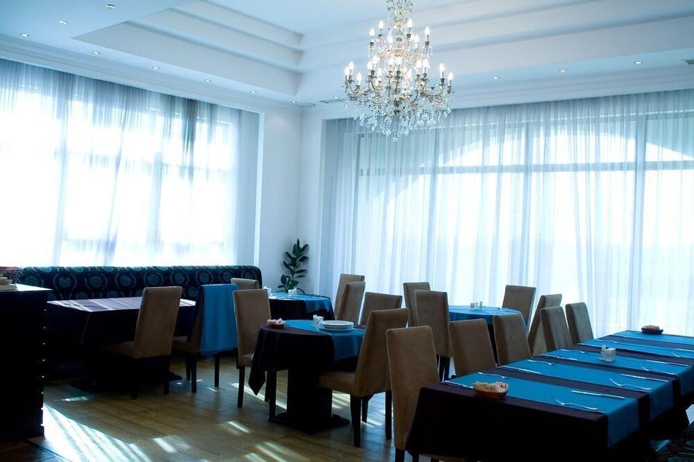 호텔 포에니시아 익스프레스(Hotel Phoenicia Express) Hotel Image 49 - Dining