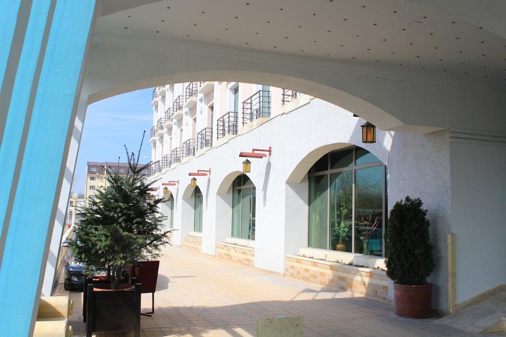 호텔 포에니시아 익스프레스(Hotel Phoenicia Express) Hotel Image 7 - Exterior