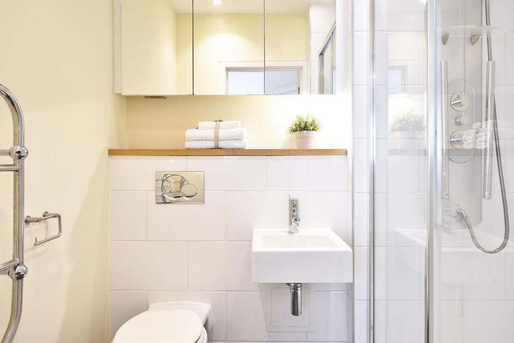브리지 아파트먼츠(Bridge Apartments) Hotel Image 71 - Bathroom