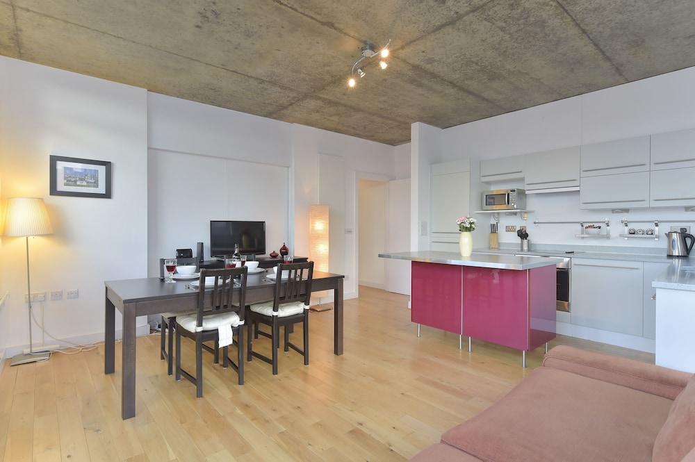 브리지 아파트먼츠(Bridge Apartments) Hotel Image 45 - In-Room Dining