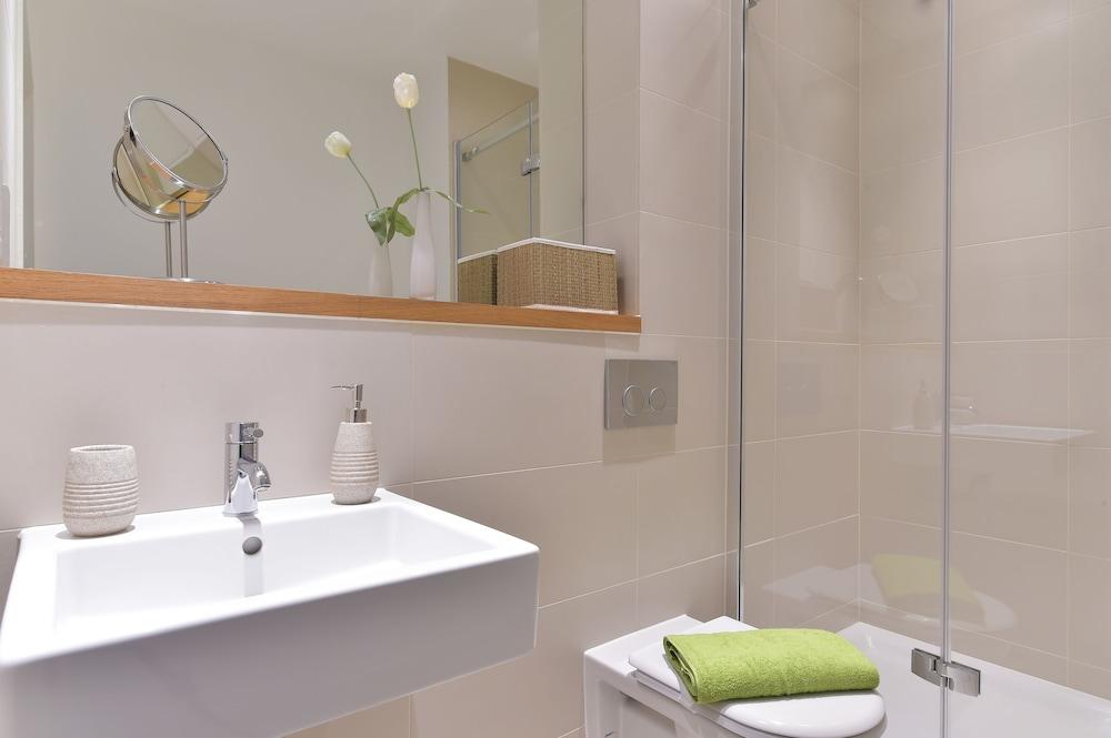 브리지 아파트먼츠(Bridge Apartments) Hotel Image 67 - Bathroom