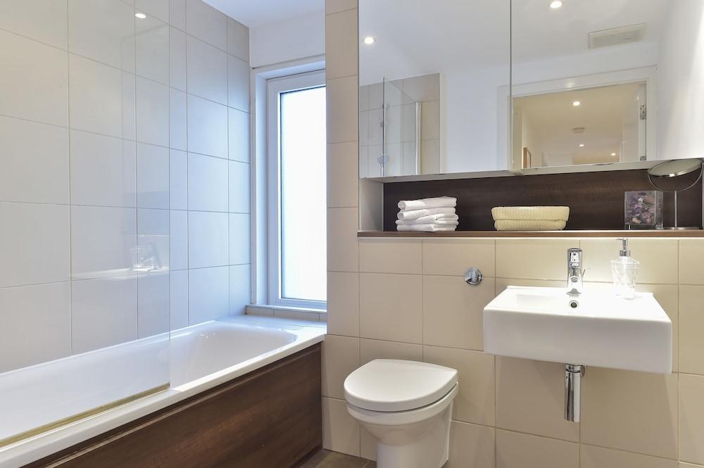 브리지 아파트먼츠(Bridge Apartments) Hotel Image 59 - Bathroom