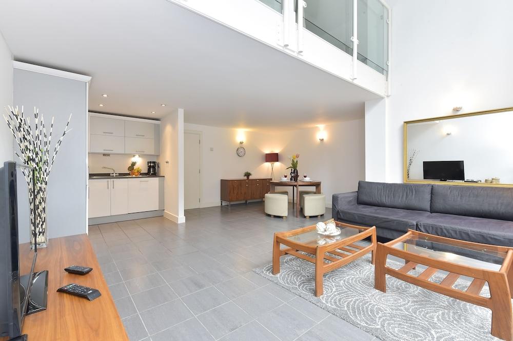 브리지 아파트먼츠(Bridge Apartments) Hotel Image 18 - Guestroom