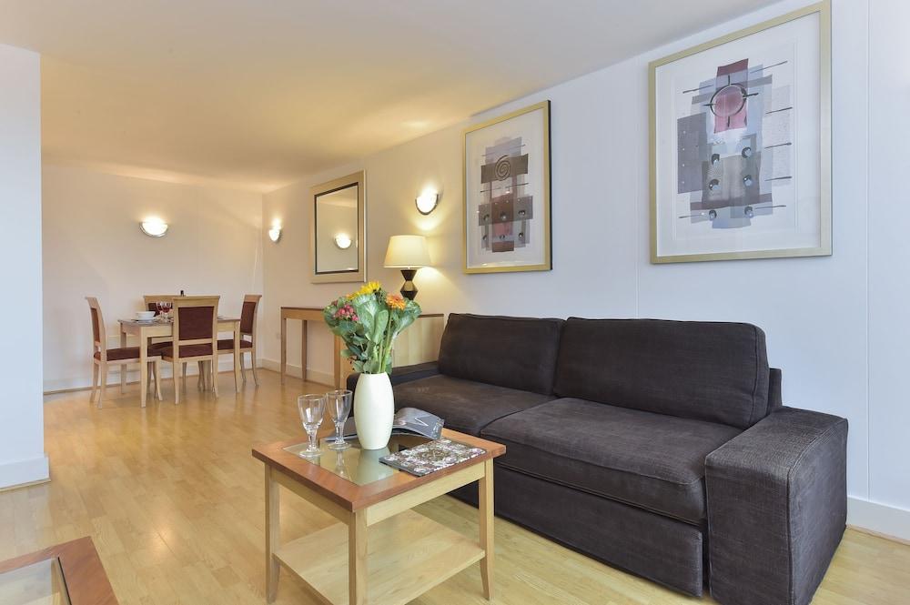 브리지 아파트먼츠(Bridge Apartments) Hotel Image 55 - Living Area