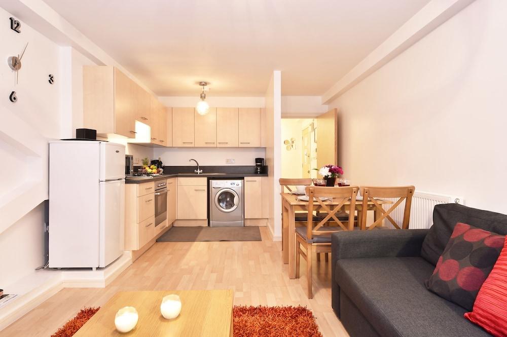 브리지 아파트먼츠(Bridge Apartments) Hotel Image 54 - Living Area