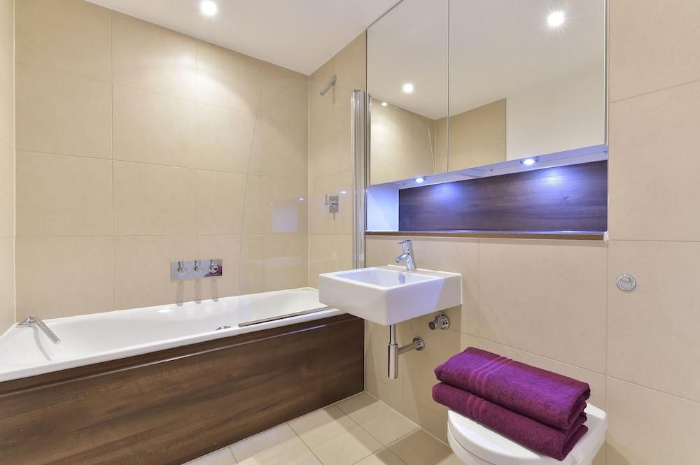 브리지 아파트먼츠(Bridge Apartments) Hotel Image 66 - Bathroom
