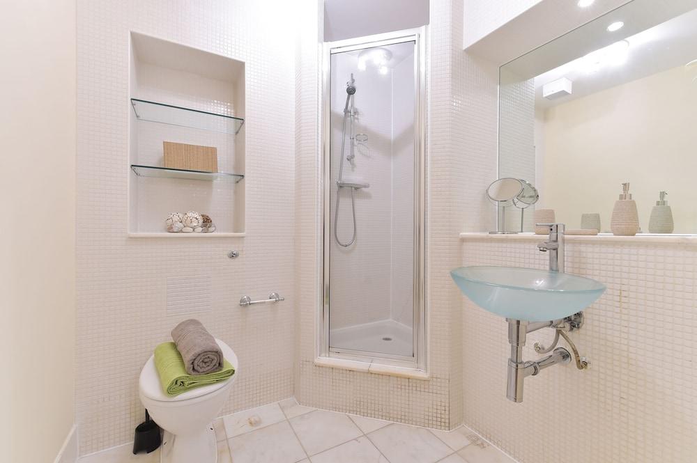 브리지 아파트먼츠(Bridge Apartments) Hotel Image 69 - Bathroom