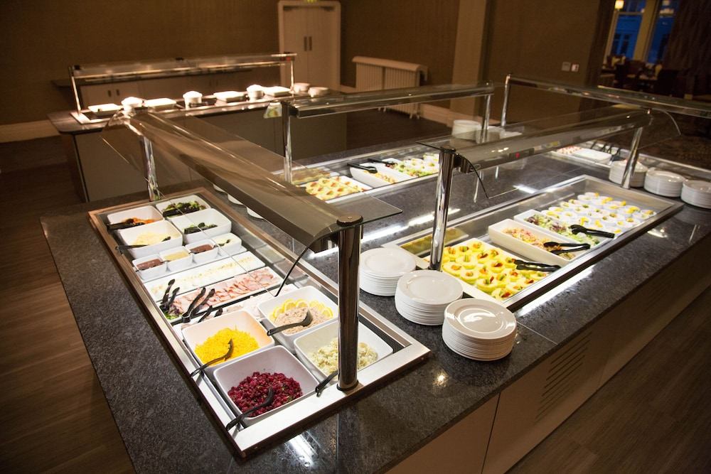 더 클리프스 호텔 블랙풀(The Cliffs Hotel Blackpool) Hotel Image 42 - Buffet