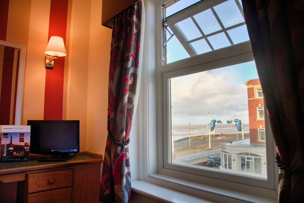 더 클리프스 호텔 블랙풀(The Cliffs Hotel Blackpool) Hotel Image 18 - Guestroom View