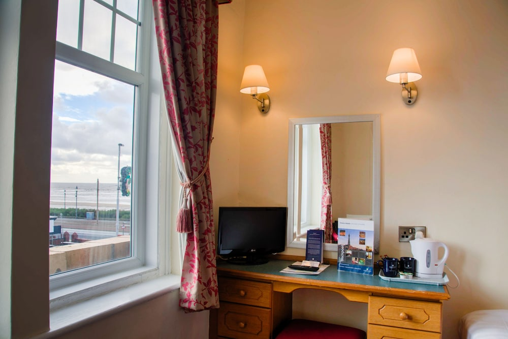더 클리프스 호텔 블랙풀(The Cliffs Hotel Blackpool) Hotel Image 19 - Guestroom View