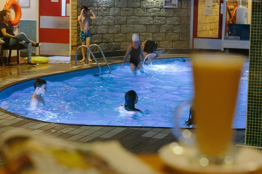 더 클리프스 호텔 블랙풀(The Cliffs Hotel Blackpool) Hotel Image 22 - Indoor Pool
