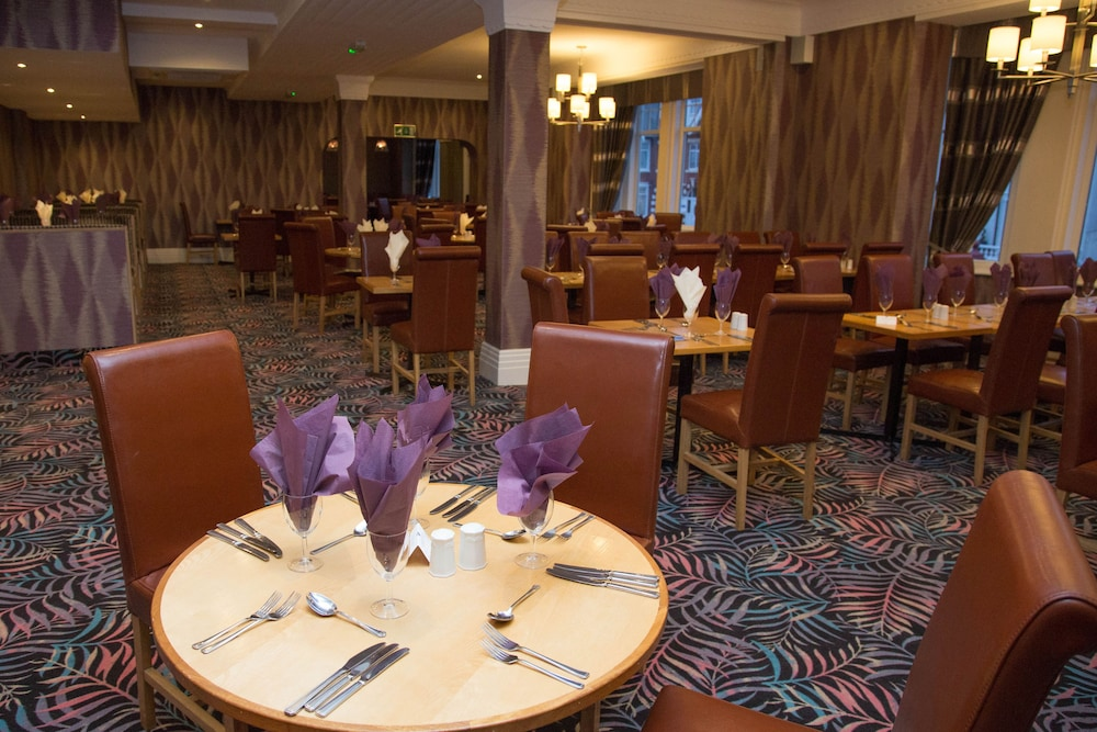 더 클리프스 호텔 블랙풀(The Cliffs Hotel Blackpool) Hotel Image 37 - Restaurant