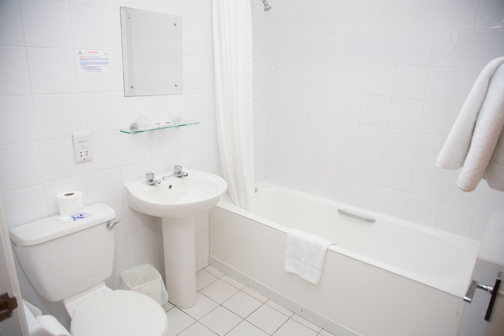 더 클리프스 호텔 블랙풀(The Cliffs Hotel Blackpool) Hotel Image 21 - Bathroom