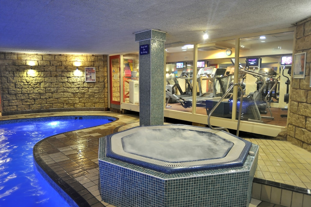 더 클리프스 호텔 블랙풀(The Cliffs Hotel Blackpool) Hotel Image 25 - Indoor Spa Tub