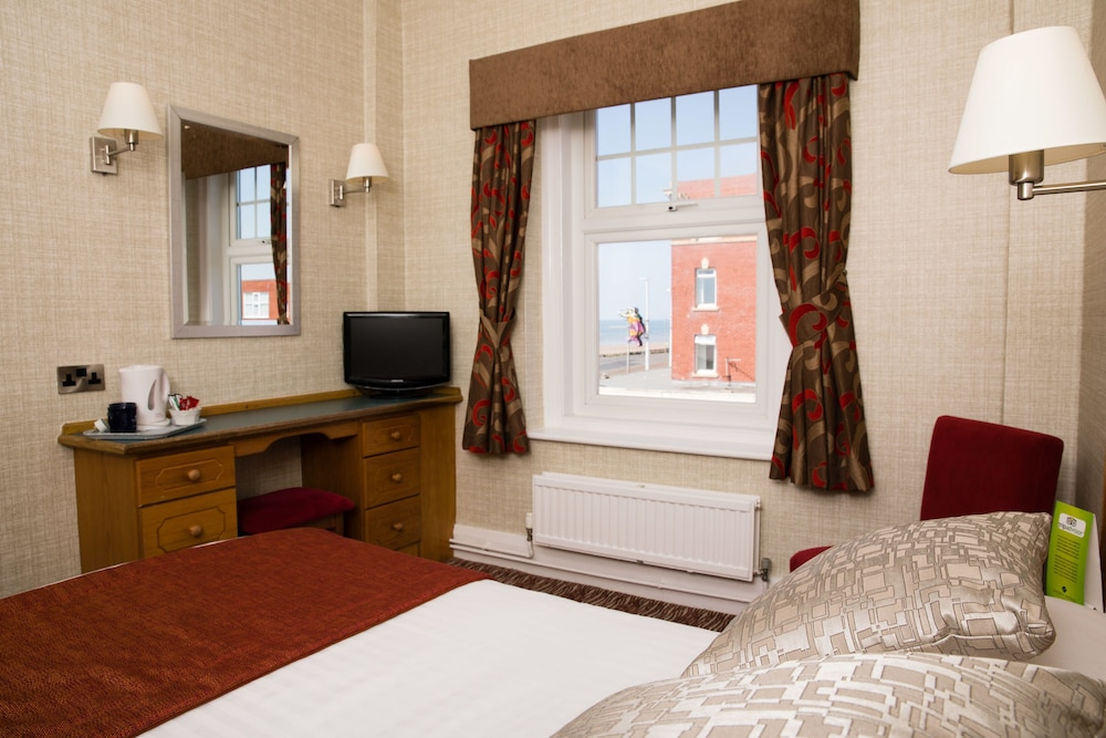 더 클리프스 호텔 블랙풀(The Cliffs Hotel Blackpool) Hotel Image 15 - Guestroom