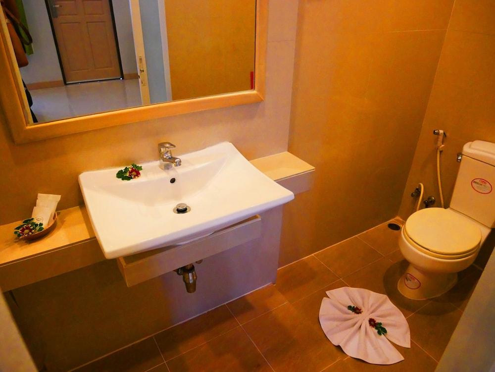 심플리 리조트 바이 메타디(Simply Resort By Metadee) Hotel Image 27 - Bathroom