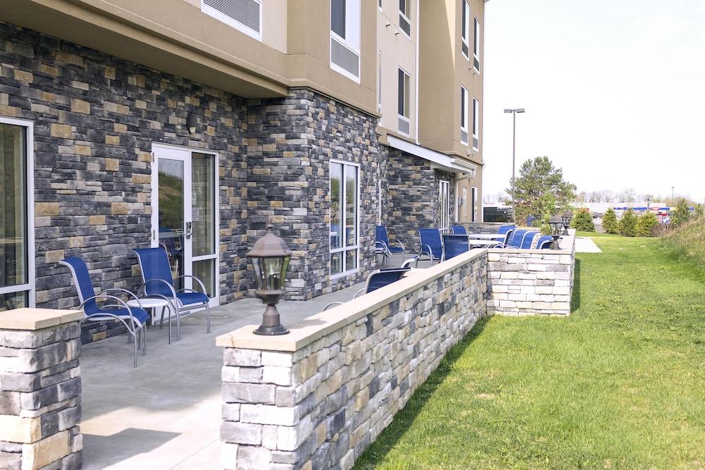 페어필드 인 & 스위트 바이 메리어트 슬리퍼리 록(Fairfield Inn & Suites by Marriott Slippery Rock) Hotel Image 7 - Terrace/Patio