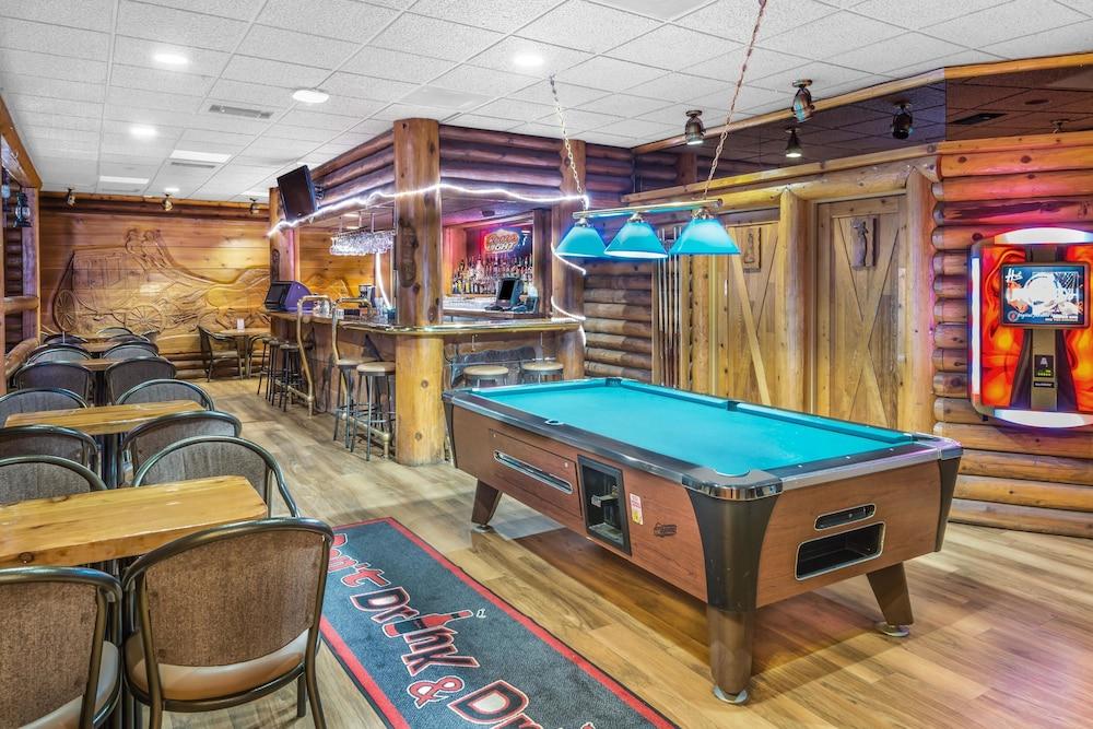 수퍼 8 바이 윈덤 이니스페일(Super 8 by Wyndham Innisfail) Hotel Image 15 - Hotel Bar
