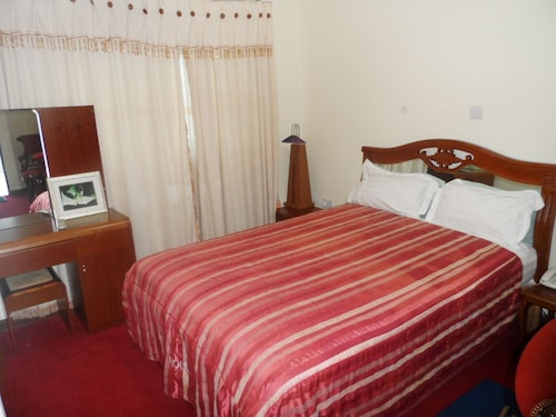 De Holiday Beach Hotel, Awutu Efutu Senya