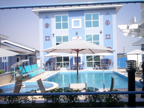 De Holiday Beach Hotel, Awutu Efutu Senya