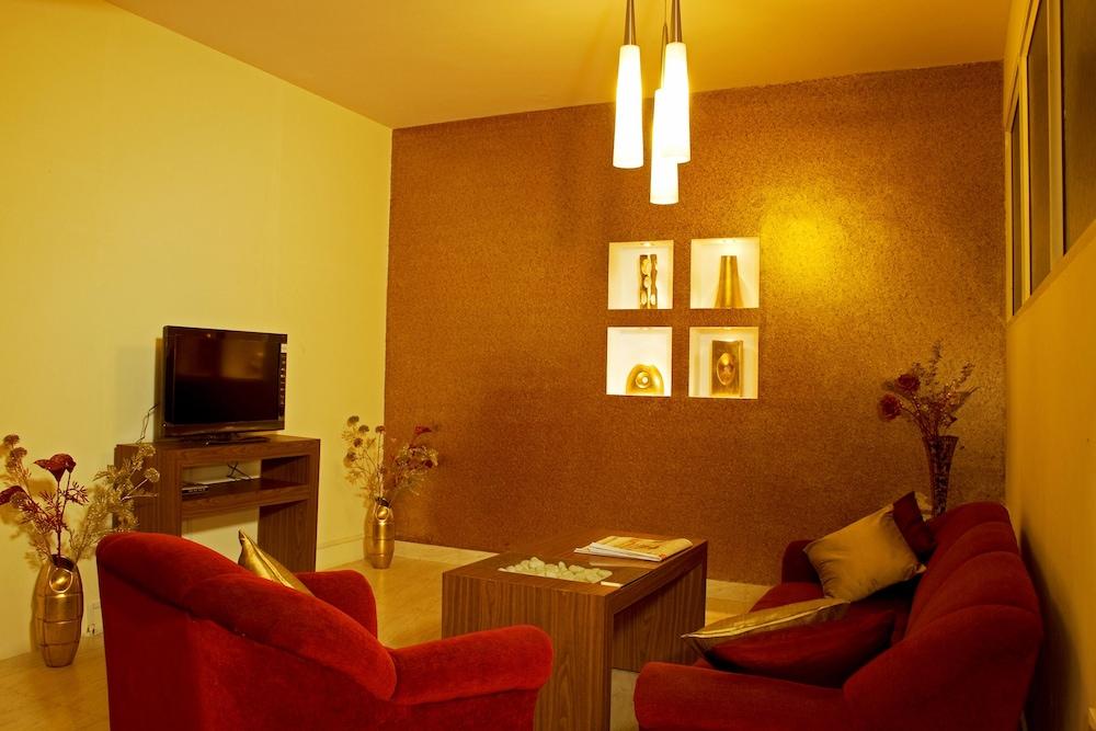 멜스 리젠시 호텔(Mels Regency Hotel) Hotel Image 3 - Lobby Lounge