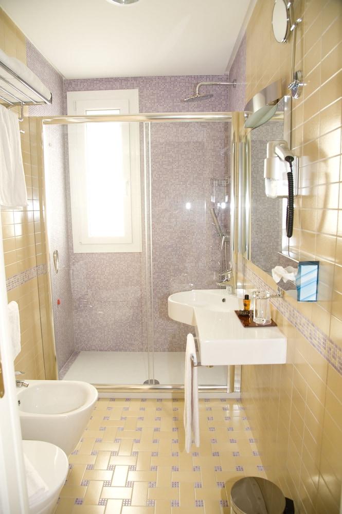 아르테미스 호텔(Artemis Hotel) Hotel Image 53 - Bathroom