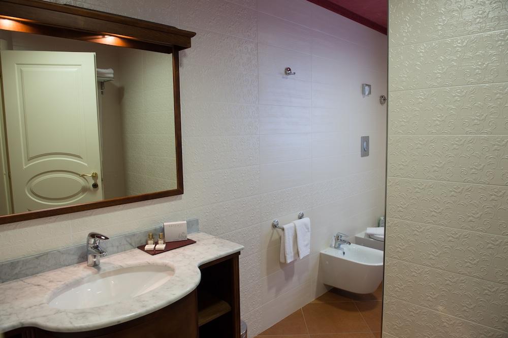 아르테미스 호텔(Artemis Hotel) Hotel Image 21 - Bathroom
