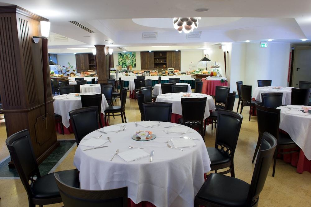아르테미스 호텔(Artemis Hotel) Hotel Image 41 - Restaurant