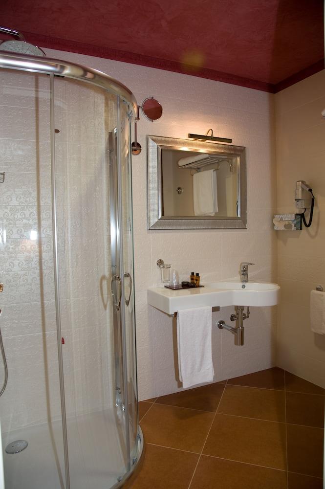 아르테미스 호텔(Artemis Hotel) Hotel Image 23 - Bathroom